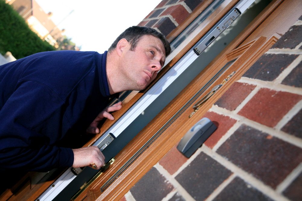 Pick Me Locksmith Pre-Holiday Security Check List for Doors - Windows and locks