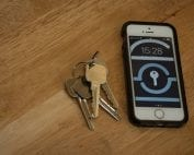 image of keys and phone with Pick Me Locksmith saved for when you need an emergency locksmith